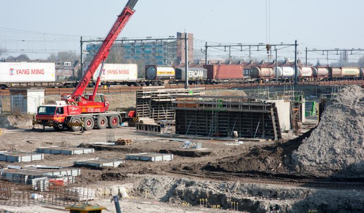 De bouw van appartementencomplex Het Brouwhof